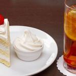 ボックサン - 苺のショートケーキ(単品)、アイスレモンティー(単品)、ミニソフトクリーム(無料でおつけしています)