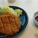ビューレストラン スカイライン - 料理写真:こちらはソース一択