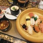 寿司処 角 - 料理写真:桶デカすぎ