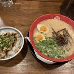 豚骨拉麺酒場 福の軒 - 煮玉子豚骨ラーメン+チャーシュー飯