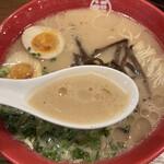 豚骨拉麺酒場 福の軒 - スープ