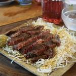 八角 - 料理写真:2012.8 和牛サーロインステーキ(3,000円)大きさにより値段が変わります