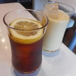 エピシェール - アイスダージリンのティー(レモン)&ミックスフルーツジュース