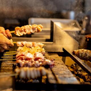 国産の銘柄鶏を炭火でじっくり焼き上げます(*^^)v