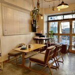 シティ コーヒー セタガヤ - モダンな和菓子店を思わせるモダンでナチュラルなくつろぎ空間