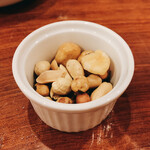 SWANLAKE Pub Edo - お通しのナッツ