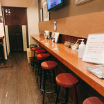 SWANLAKE Pub Edo - 壁際のカウンター席は大衆酒場みたいな