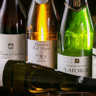 ソムリエ厳選の豊富なワインと、お料理のペアリングをご堪能あれ