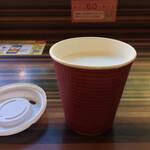 マザー牧場 カフェアンドソフトクリーム - 「マザー牧場の牛乳」ホットは美味三昧。 フードコート内の感染症対策、頑張ってます!