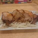 肉中華そばムタヒロ - 厚切り炙りチャーシュー