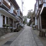 松泉堂 - お店は麻釜通りにしっとりとあります