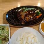 ステーキ くにお - 料理写真:秋田由利牛ハンバーグステーキセット1880円