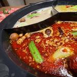 モンゴル薬膳しゃぶしゃぶ小尾羊 - 薬膳スープは3つ選べる