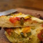 ナビィのパン - トマトとパプリカのパーネ(200円)の断面