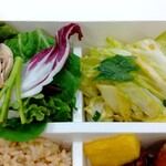 パリヤ - クレソンとルッコラのグリーンサラダ、シグネチャーフレンチドレッシング、白菜と青じそのナムル ♪