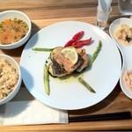 light side cafe - サーモンのソテー アンチョビソース 1050円