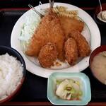まるわ食堂 - 料理写真:カキとアジフライ定食1250円