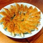 麺飯酒家 万来 - 円盤餃子