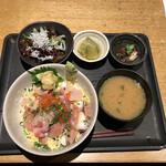 魚真 - ばらちらし丼(税込み1300円)