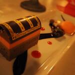 ブルーバイユー・レストラン - 2021/1/8 ランチで利用。 シェフのおすすめコース。 カシスムース&チョコレートケーキ