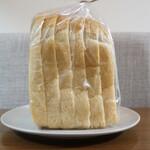 リフィート - ・食パン 半斤 340円/税抜