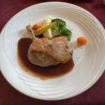 ルミディ - メインの鴨のコンフィ ハニーレッドワインソース ブロッコリー、人参、ヤングコーン、ポテトマッシュ。