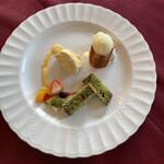 ルミディ - デザート3種 ゆずアイス、キャラメルムース、 大徳寺抹茶ケーキ 果物
