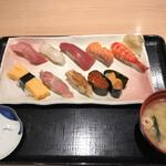 築地すし好 和 - 朝食特上寿司2200円。中トロ、鯛、赤身、サーモン、海老、玉子、大トロ、穴子、いくら、うに。赤身が抜群に美味しかったです(╹◡╹)