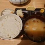 トンカツ X - リブロースカツ定食のごはんと味噌汁
