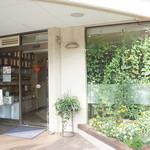 ティーハウスマユール - こちらがお店の入り口です♪