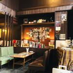 Kissamadoragu - パリをキャバレーの楽屋をイメージした店内