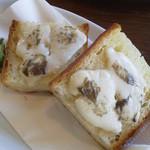 kurinoki - アンチョビとモッツァレラのトースト