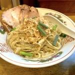 背脂煮干中華そば 我武者羅 - チャーシュウもり中華の麺
