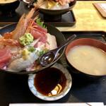 そば処 さか本 - 海鮮丼全貌