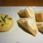 京橋千疋屋 フルーツパーラー - 桃のサンドイッチ 全体図