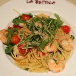 ikebukuro LA BETTOLA da Ochiai - 海老とルーコラ、白ごま入りアーリオオーリオ スパゲッティ