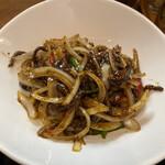 餃子酒場 - 牛肉の細切り黒胡椒炒め