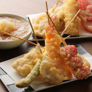 天ぷらを琥珀色に仕上げる、独自ブレンドの「からり衣」