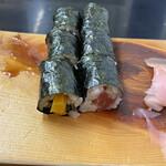すきやばし次郎 - 細巻は鉄火巻きと新香巻(たくわん)