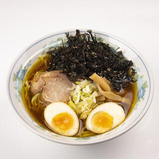 こだわりの道産鶏ガラをじっくり炊き上げた清湯スープ