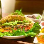 キヨミズノジカン 泡と葡萄と - ランチ:アボカドチーズのピザバーガー