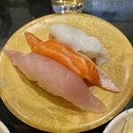 産直グルメ回転寿司 函太郎Tokyo - 日替り3貫生ハマチ、生サーモン、煮タコ