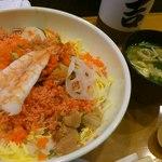 吉亀寿司 - ばらちらし 味噌汁付き