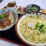 緑萬食品 ムック - 料理写真:炙り軟骨丼と半そばのセット
