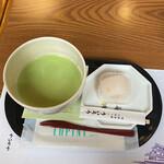 144485818 - 抹茶の緑も美しく。