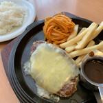 レストランパブ ラ・キンコ - 料理写真:「中標津チーズハンバーグ」1,200円(税別)