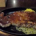 フーディーズ リブス&バーベキュー グリル ハウス - ステーキ・ソースをかけて