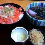 14450699 - サーモンサラダ丼(? とお蕎麦のセット