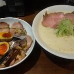 喜蕎麦司 きし元 - もう一枚、出し蕎麦 味玉ローポー丼ハーフ
