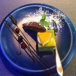 Restaurant AQUA Table - ピスタチオとガトーショコラ